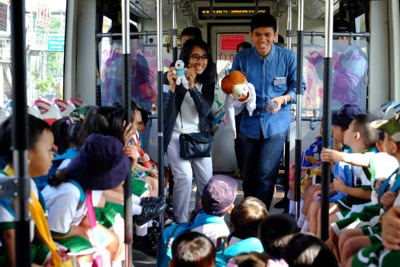 Komunitas Intrachange mengkampanyekan pendidikan transportasi kepada anak-anak/istimewa