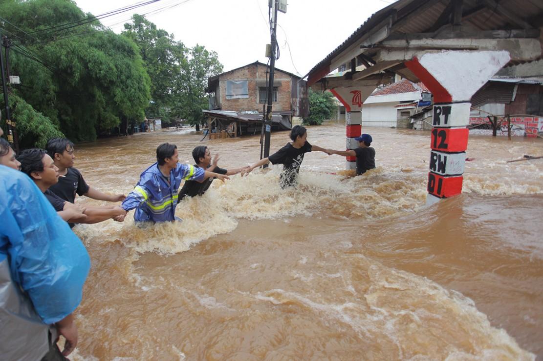 Doa saat Akses Jalan Terputus karena Hujan Deras dan Banjir