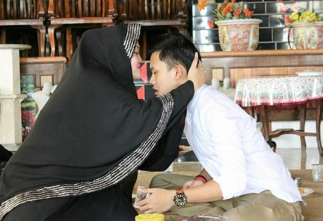 Rizky Febian Sedih Sang Ibunda Meninggal Dunia. Bagaimana Batasan Duka Ditinggal Orang Tercinta dalam Ajaran Islam?