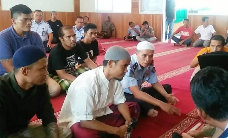 Melihat Ketenangan Temannya Usai Salat, Warga Binaan Lapas Ini Masuk Islam