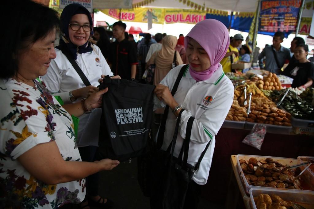 Aturan Kantong Belanja Ramah Lingkungan di Jakarta Berlaku Juli 2020