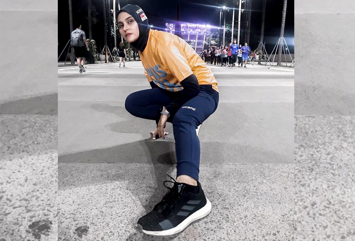 Inspirasi Padu-padan Hijab Sporty ala Zee Zee Shahab