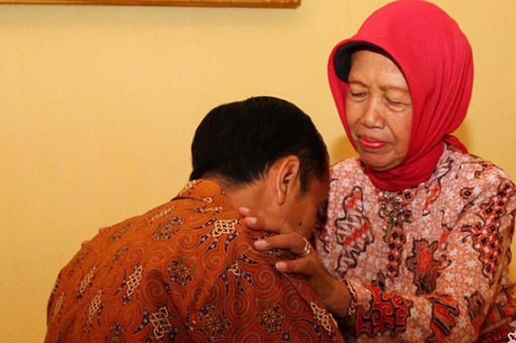 Innalillahi, Ibunda Presiden Jokowi Wafat