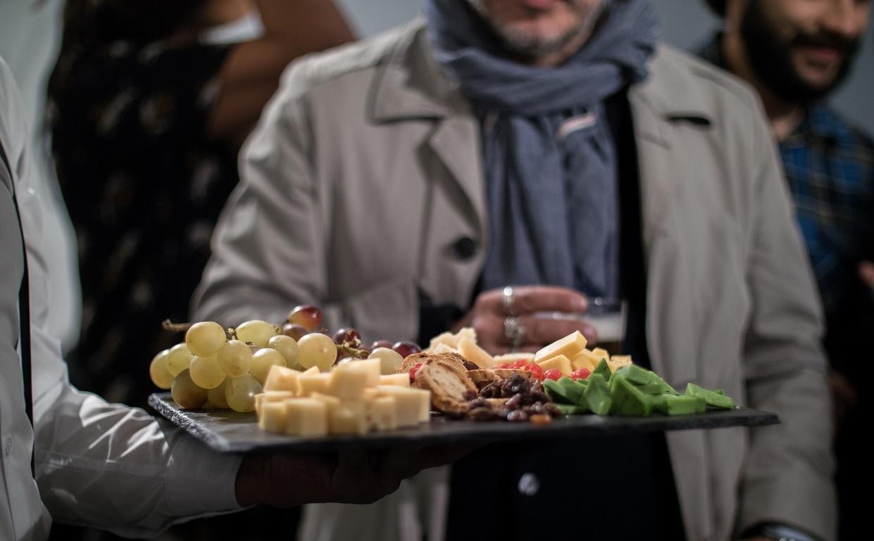 Membatalkan Puasa Sunah karena Ditawari Hidangan oleh Tuan Rumah, Bolehkah?