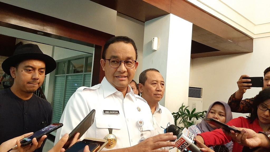 Gubernur DKI Imbau agar Pengguna Transportasi Publik Memakai Masker