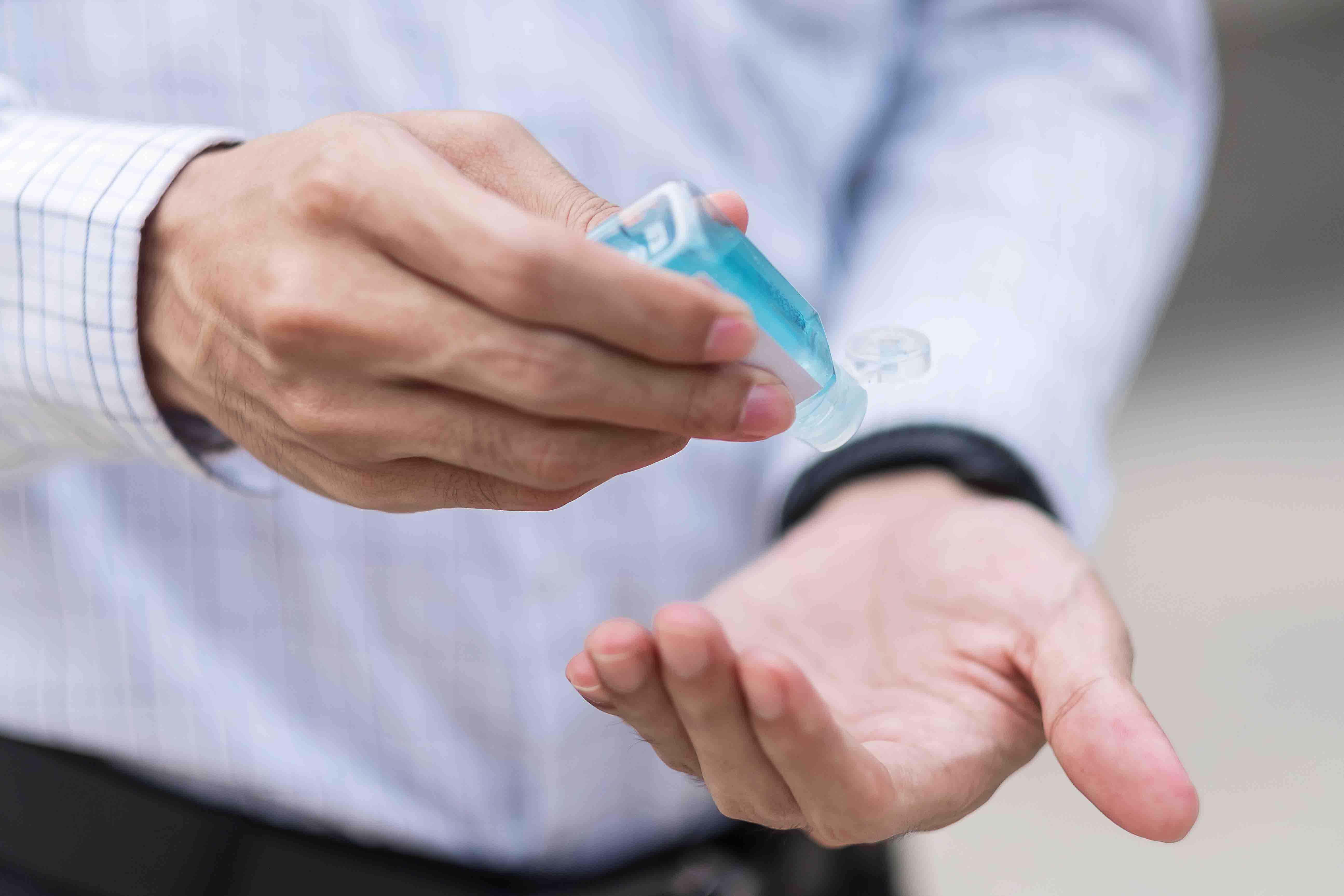 Keumuman Mengandung Alkohol, Sahkah Salat Setelah Memakai <i>Hand Sanitizer?</i>