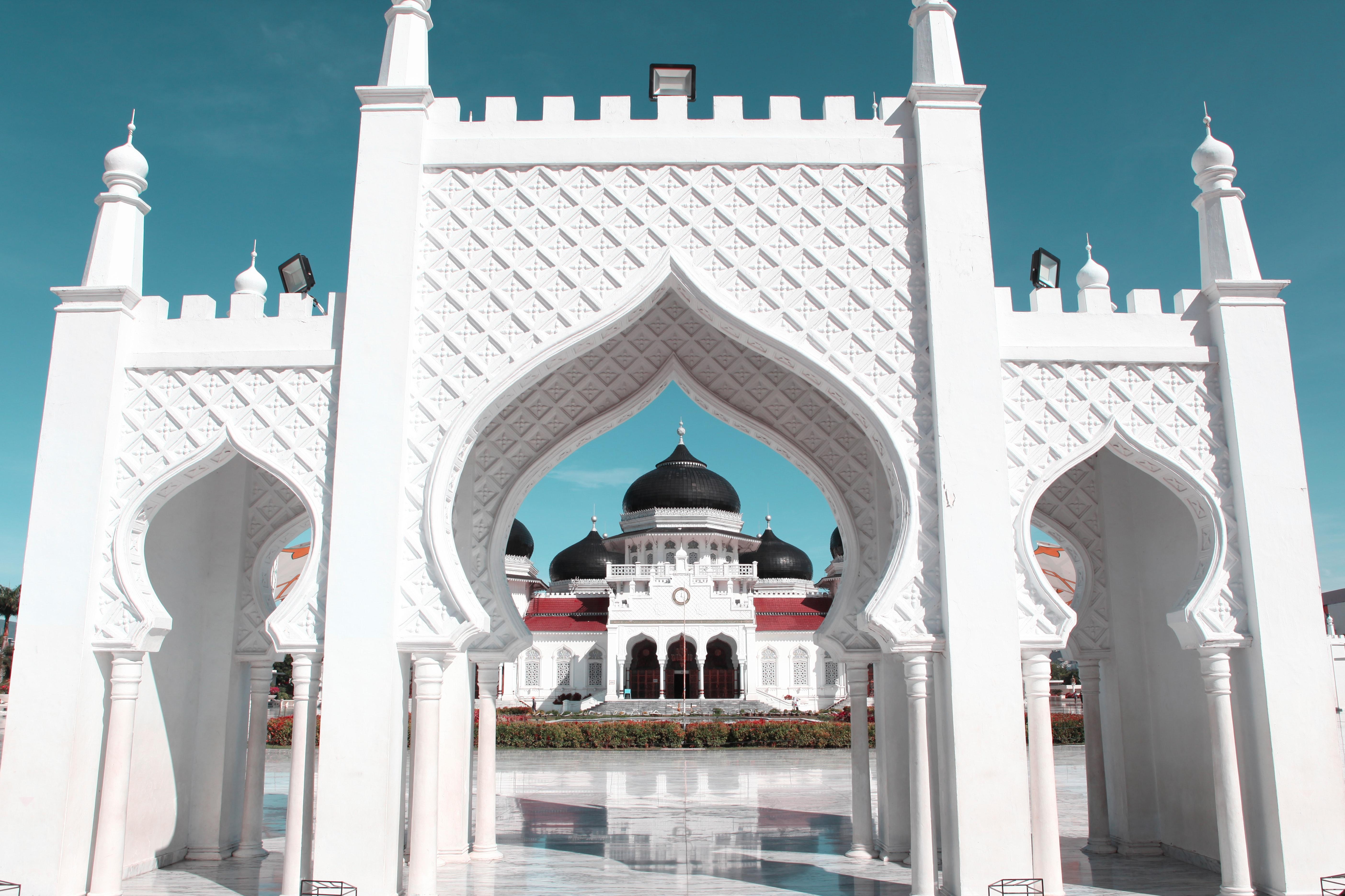 Doa Masuk Masjid Lengkap dengan Arab, Latin, dan Terjemahannya