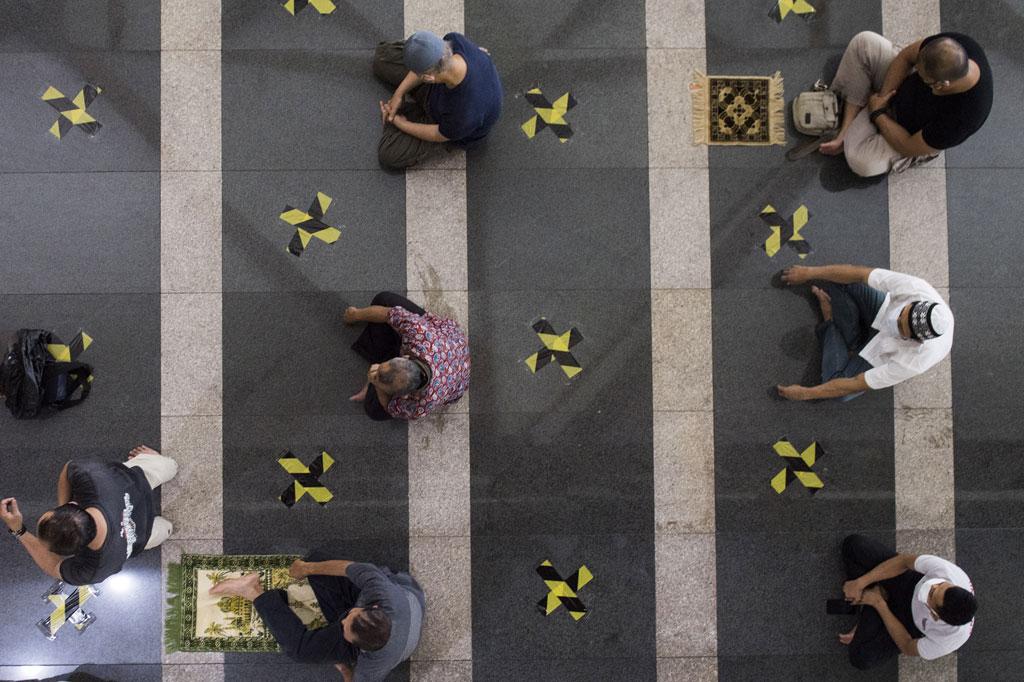 Salat Jumat di Masjid Pusdai Bandung Terapkan Protokol Kesehatan