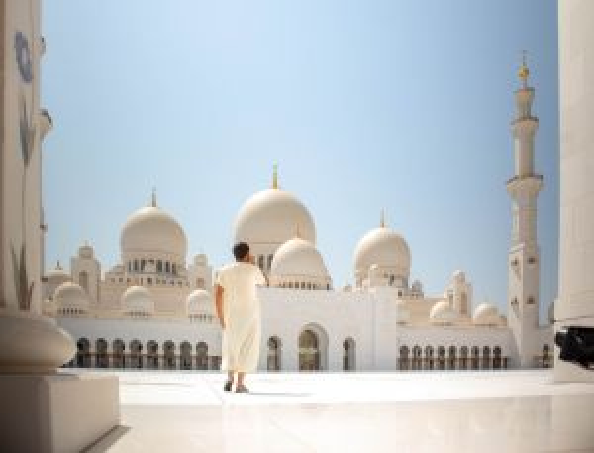Penyebab Perbedaan Lafaz antara Doa Masuk dan Keluar Masjid