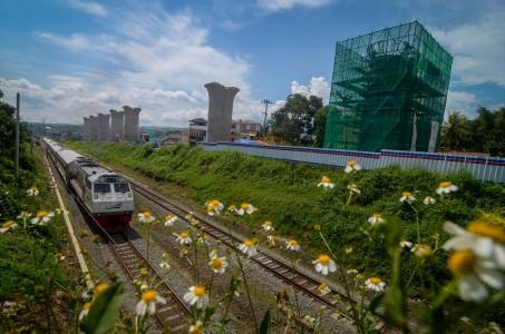 Kereta Api Jarak Jauh Kembali Beroperasi Mulai Hari Ini