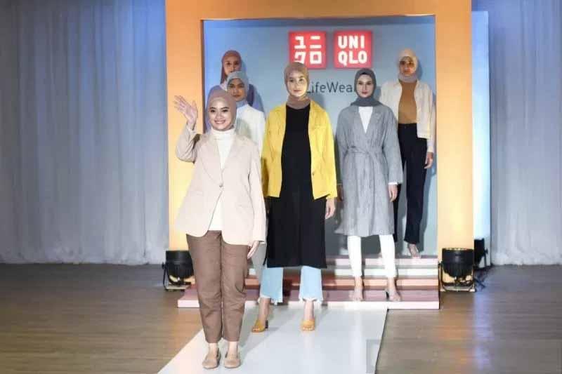 Ayudia Bersama UNIQLO Rilis 50 Fashion Busana Hijab