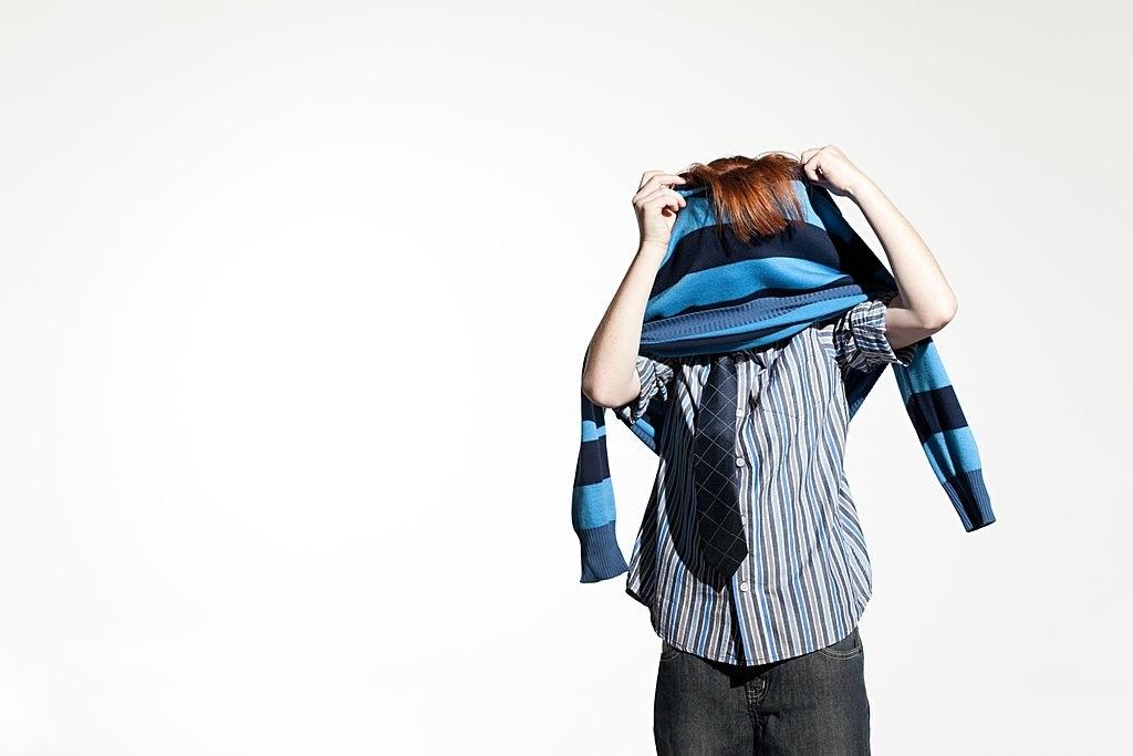 Lindungi Diri dari Makhluk Tak Kasat Mata, Ini Adab dan Doa Melepaskan Pakaian