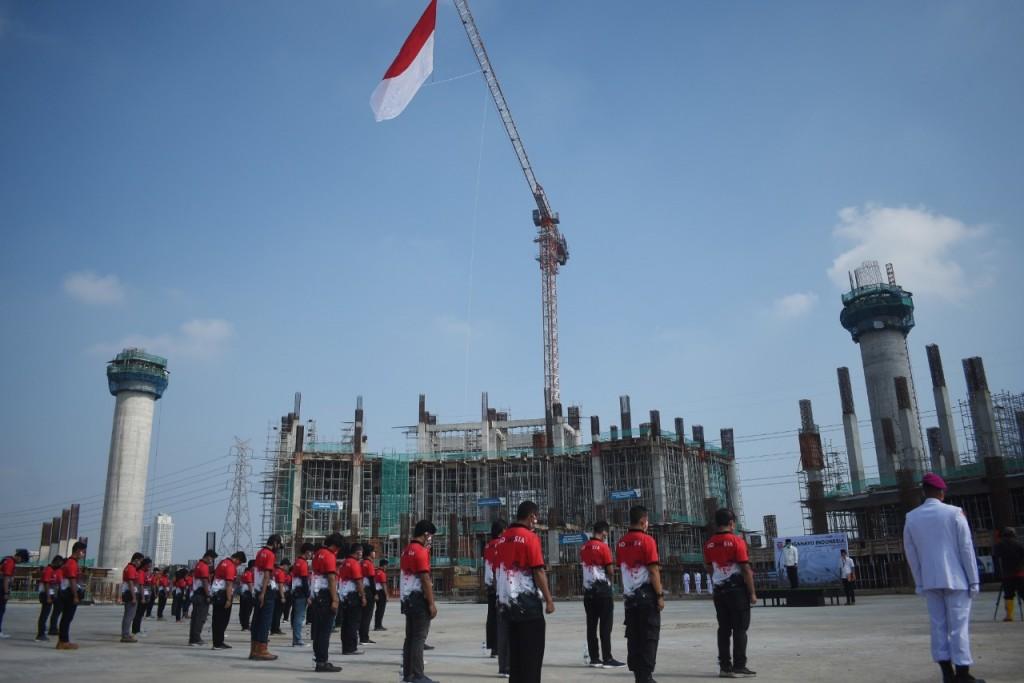 Bendera Merah Putih Raksasa Dikibarkan di JIS