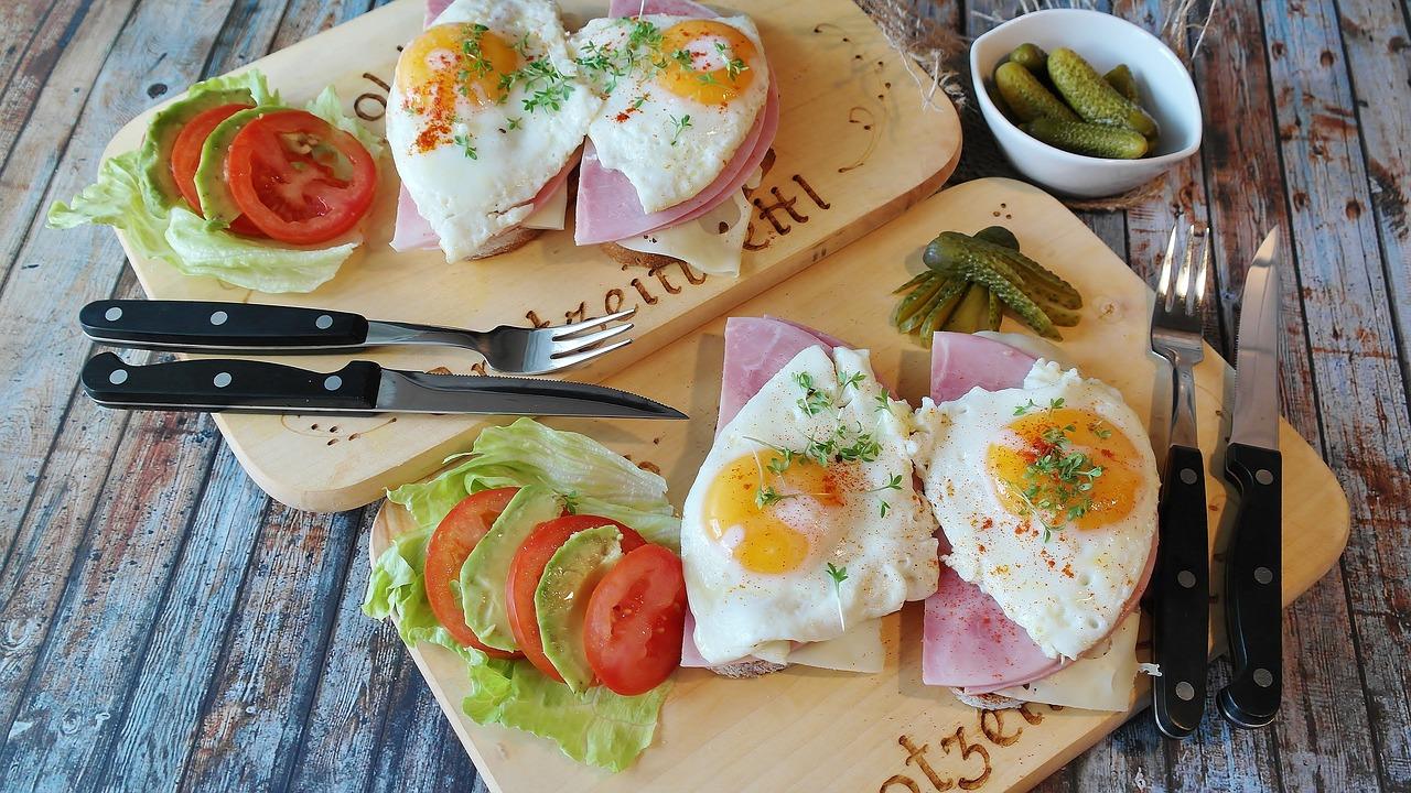 5 Makanan/Minuman Terbaik di Pagi Hari dan Manfaatnya