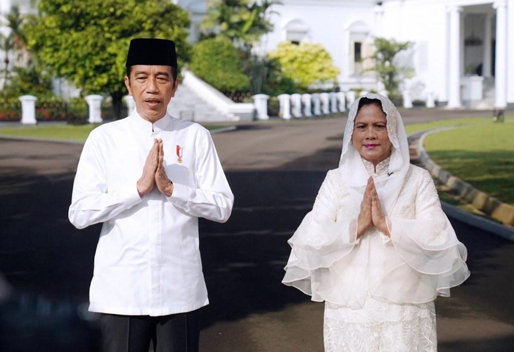 Presiden Jokowi dan Ibu Negara Iriana mengucapkan selamat hari raya idulfitri 1442 Hijriah di Istana Kepresidenan Bogor, Jawa Barat, Rabu, 12 Mei 2021. Foto: BPMI