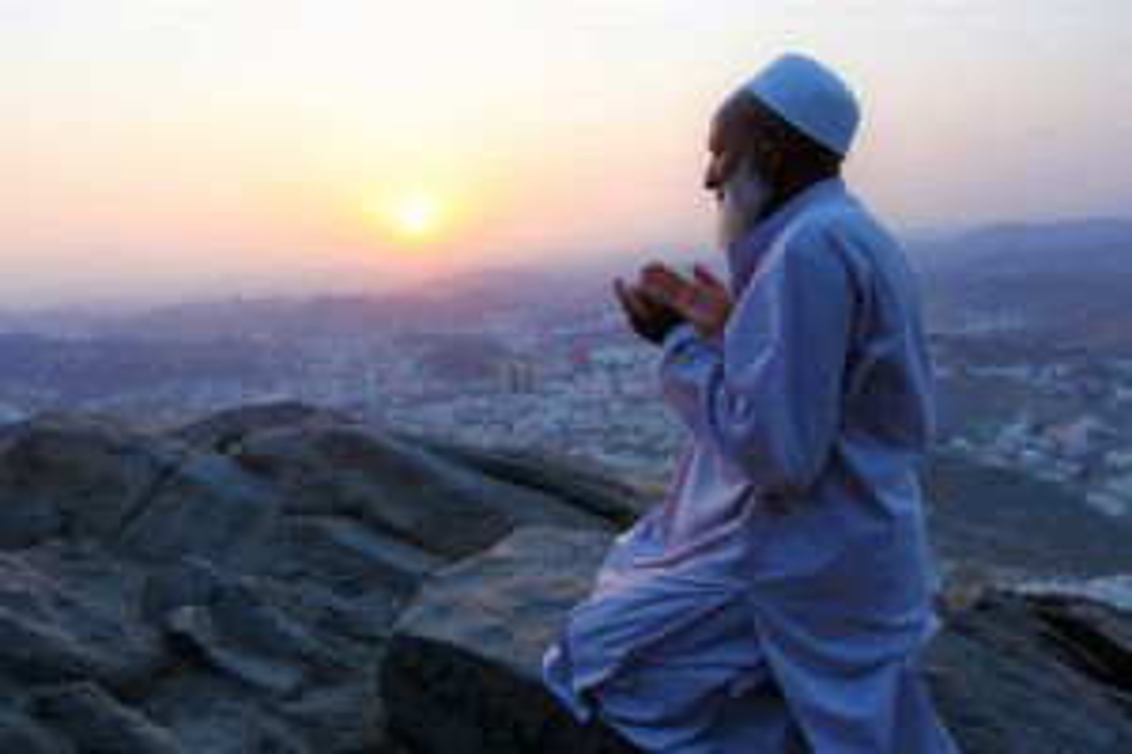 Berdoa dengan Suara Keras atauPelan,Mana Lebih Baik?