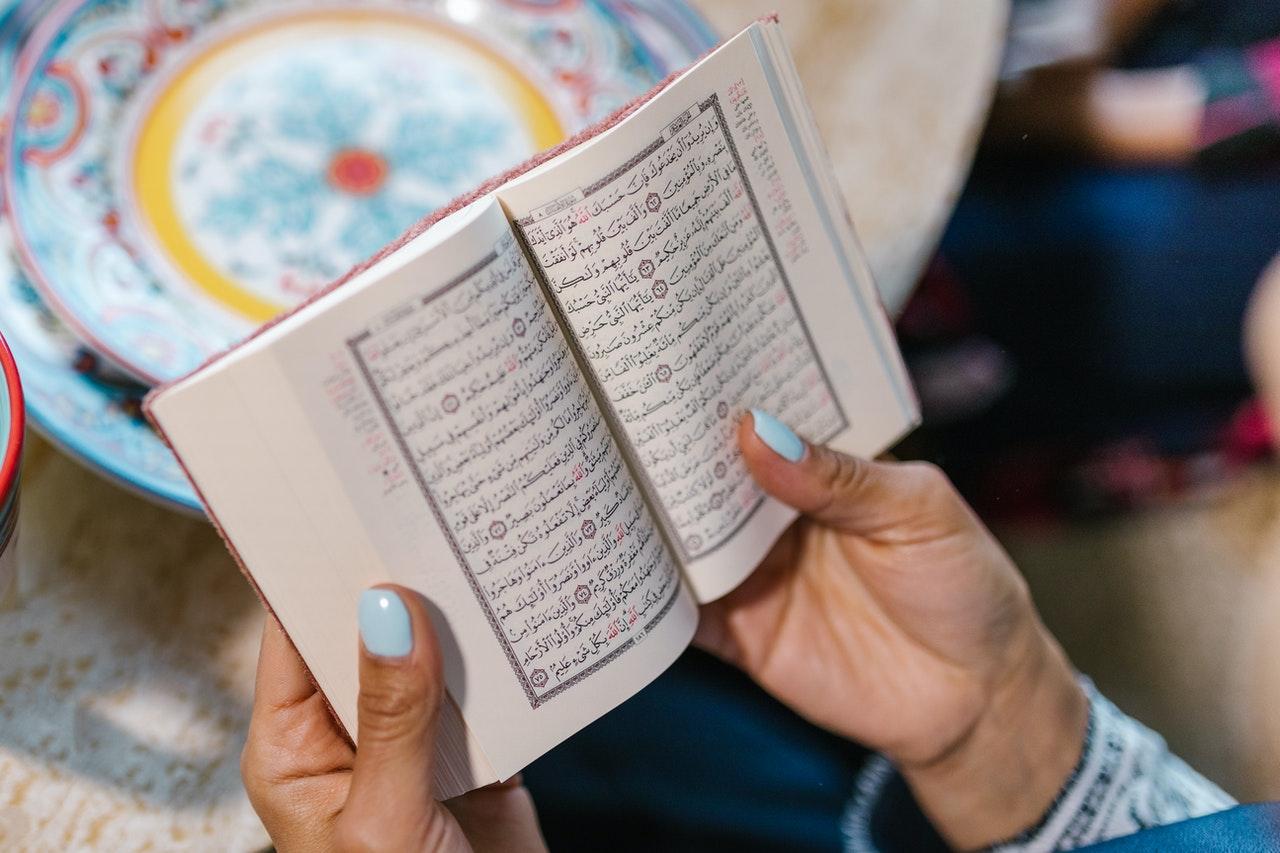 Hal-hal yang Tidak Boleh Dilakukan Seorang Muslim Ketika Tidak Memiliki Wudhu dan Junub