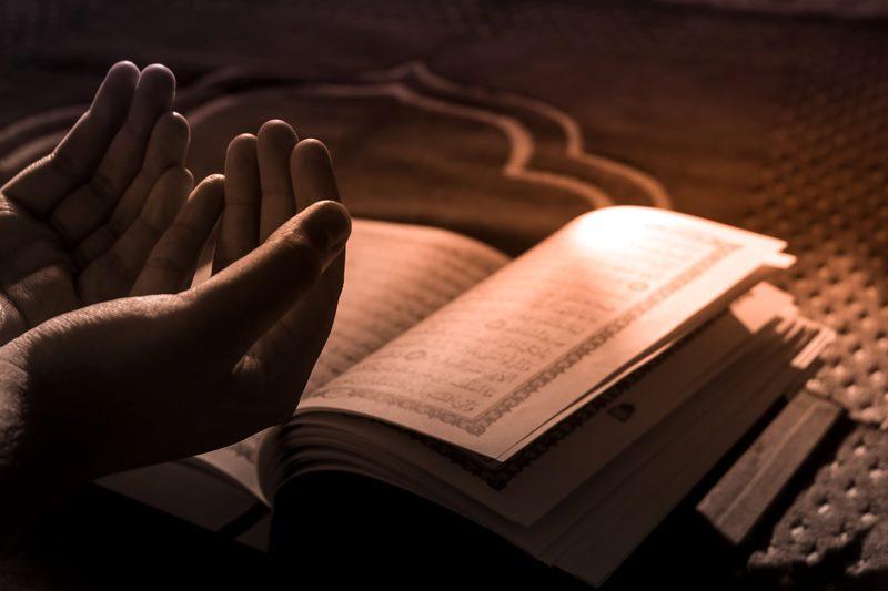 4 Amalan yang Akan Menerangi Kita di Alam Kubur