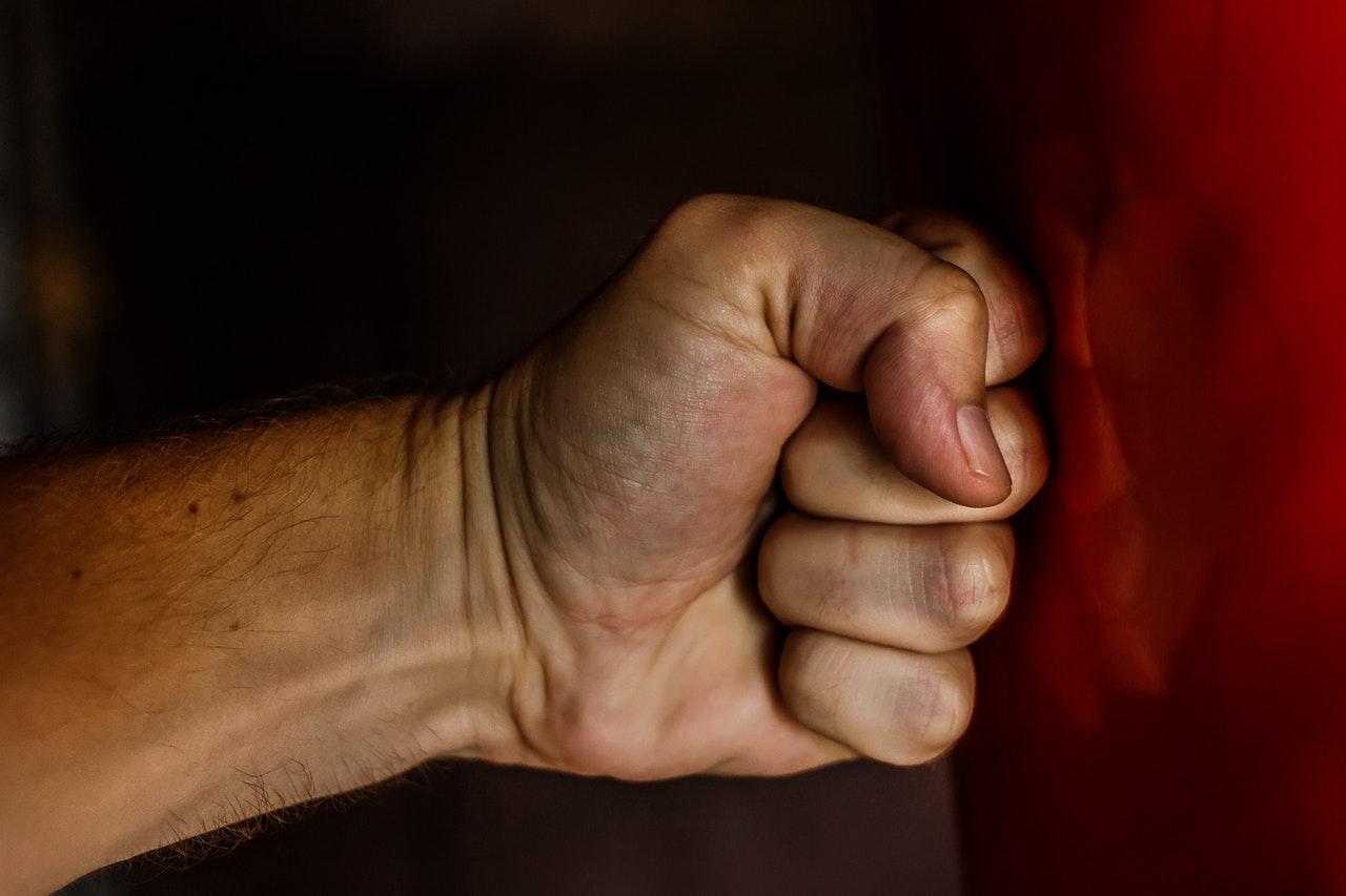 3 Cara Menghindari Perasaan Dendam