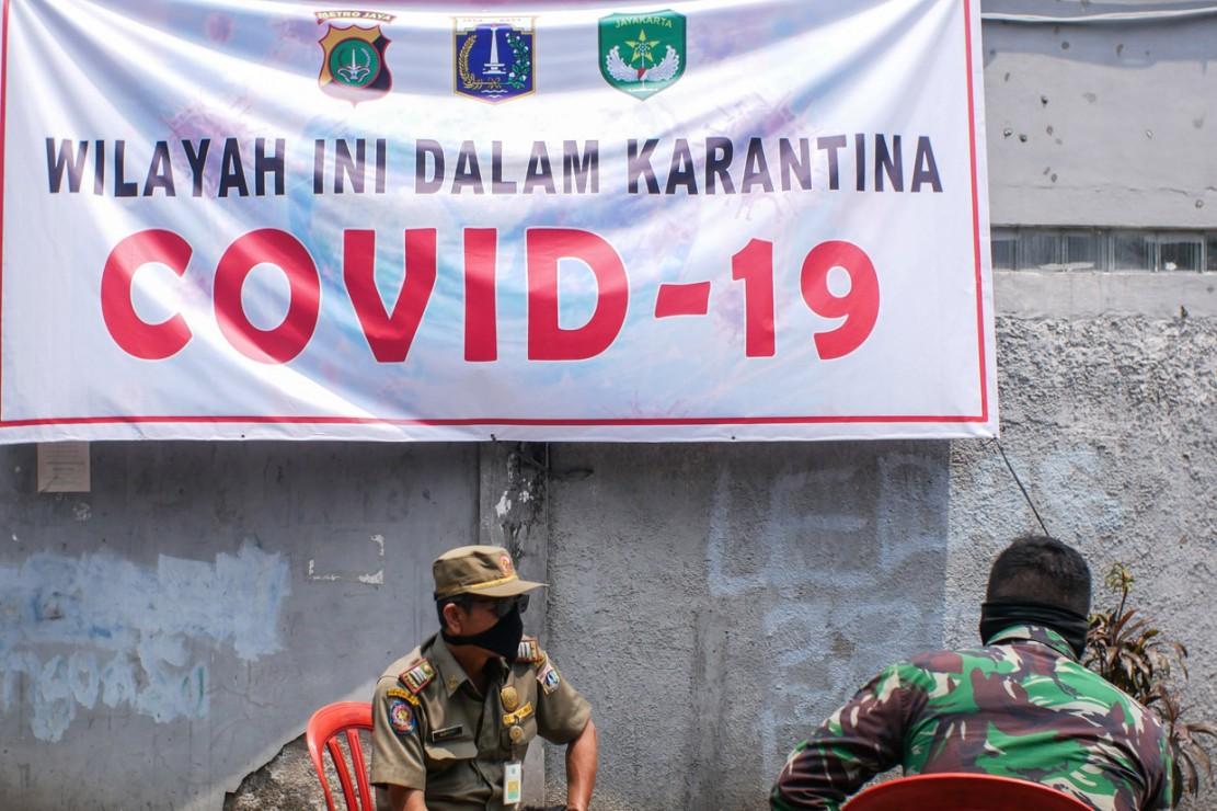 Sebanyak 183 jemaah Masjid Jami Kebon Jeruk diisolasi di dalam masjid karena berstatus Orang Dalam Pemantauan (ODP), Minggu, 29 Maret 2020.